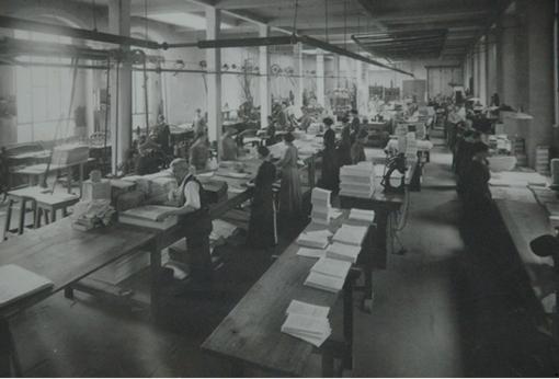 immagine in bianco e nero di un'azienda di tipografia