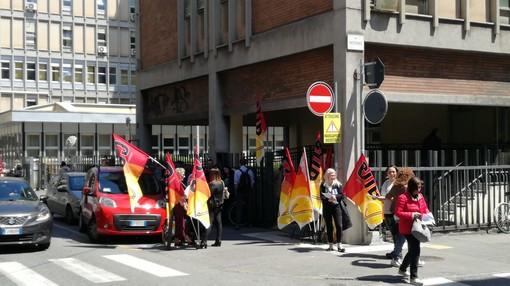 Servizi psichiatrici: i Cub protestano davanti alla sede dell'Asl Città di Torino per le condizioni di lavoro [VIDEO]