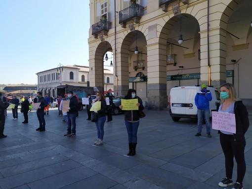 """Coronavirus, gli operatori di Porta Palazzo vogliono riaprire: """"Lasciateci lavorare"""" [FOTO e VIDEO]"""