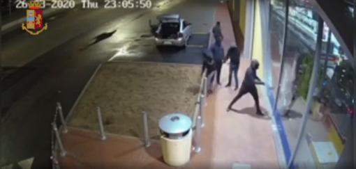 Smantellata a Mirafiori Sud la banda che da anni terrorizzava i tir nelle aree di servizio: 13 arresti [VIDEO]