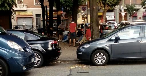 """Caos, alcol e musica alta in piazza Villari, l'esasperazione dei cittadini: """"Intervengano le istituzioni"""""""