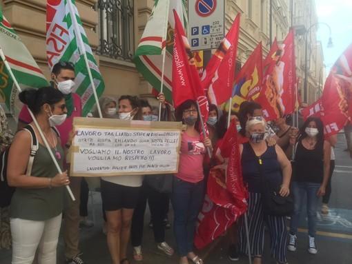 """Appalto al ribasso, la rivolta delle addette alle pulizie Inps Piemonte: """"Come mangiamo con 300 euro?"""" [VIDEO]"""