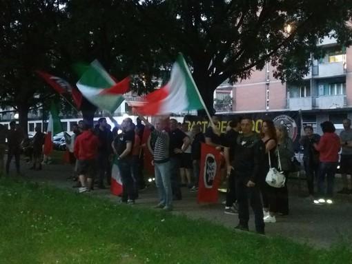 """CasaPound in corso Cosenza contro i nomadi, la replica antifascista: """"Organizziamo doposcuola per i figli"""" (FOTO)"""