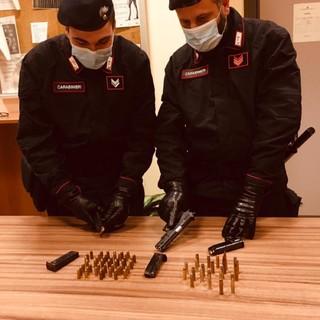"""""""Arrestatemi, ho una pistola"""", 31enne si costituisce ai carabinieri di Barriera di Milano"""