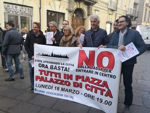 """Flash mob contro la nuova Ztl, Lapietra difende il provvedimento: """"Se paghi la sosta entri in centro"""""""