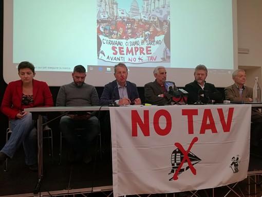 """I No TAV scaldano i motori per l'8 dicembre: """"Nemmeno la Francia vuole la Torino-Lione. Ma spera sia l'Italia a fare il primo passo"""". In piazza anche alcuni francesi con gilet giallo"""