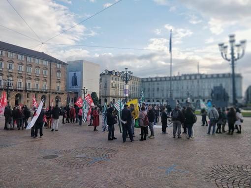 """Sindacati della scuola protestano in piazza: """"Fare il concorso adesso ci espone a contagi Covid"""" (FOTO e VIDEO)"""