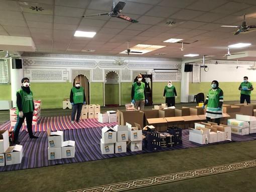 Coronavirus, pacchi alimentari dalla comunità islamica alle famiglie torinesi in difficoltà