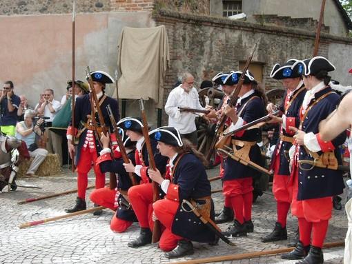 persone in costume storico