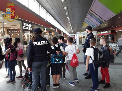 Progetto Train to be cool: a Porta Nuova la Polizia con gli studenti per un viaggio sicuro
