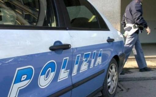 Fa credere all'ex di essere il padre di suo figlio per farsi dare del denaro: arrestata per tentata estorsione