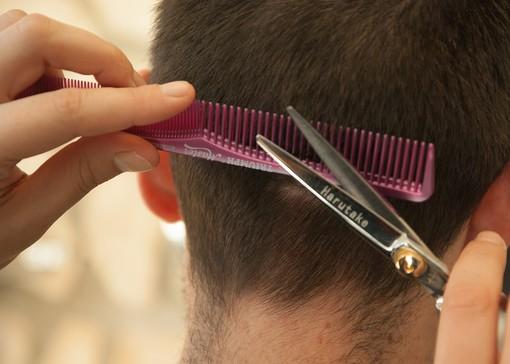Con la fine della zona rossa, i parrucchieri e i servizi alla persona hanno il via libera per la riapertura
