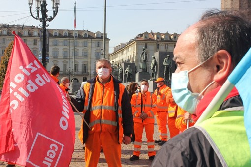 Manifestazione dei sindacati in piazza Castello