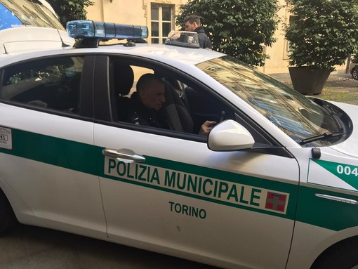 Agenti della Polizia Municipale ritrovano una bambina e salvano due donne da un molestatore
