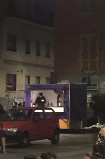 """Vanchiglia, in Piazza Santa Giulia spunta un """"paninaro"""""""