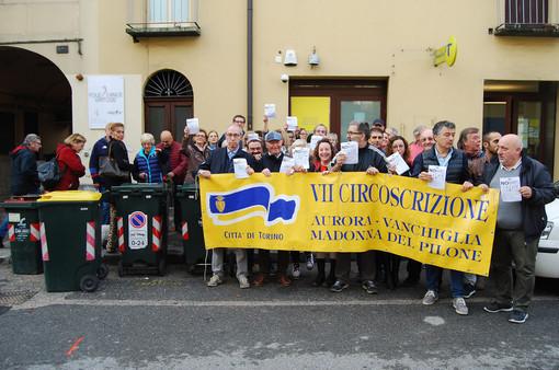 Torino, 500 firme e un presidio contro la chiusura delle poste di corso Casale 196