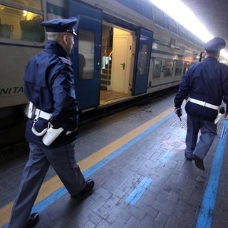 Tre denunciati a Torino Porta Nuova: 20 minuti di ritardo su un treno in partenza