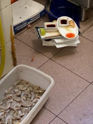 Alimenti mal conservati in un giapponese di via De Sanctis: denunciati i titolari