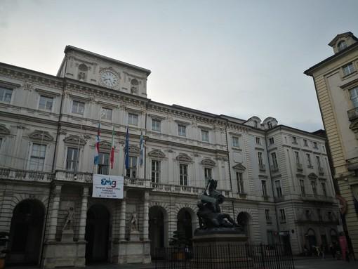 immagine serale di Palazzo Civico