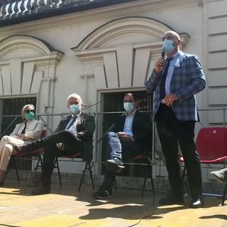 palco politici in piazza Ascari