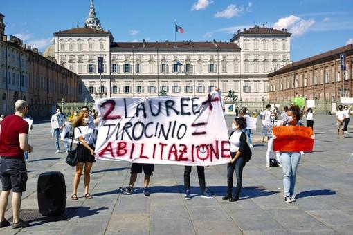 Protestano gli psicologi a Torino: sull'esame di abilitazione ignorati dal Ministero [FOTO]
