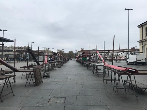 Il Coronavirus ferma i mercati di Torino: Porta Palazzo è spettrale e deserta [VIDEO e FOTO]