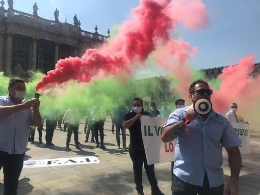 """""""Il virus ci ha fermato, voi ci uccidete"""": a Torino scende in piazza la rabbia degli Ncc"""