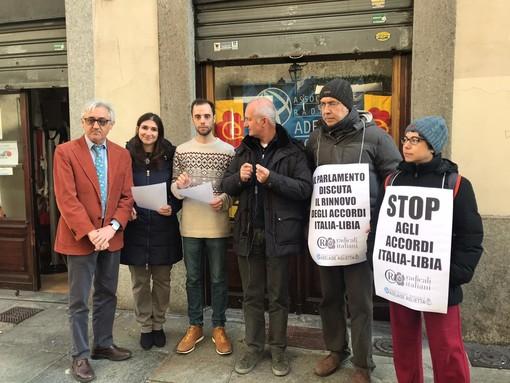 """Radicali, flash mob contro il Decreto Sicurezza: """"Diamo voce alle perplessità del presidente Mattarella"""""""