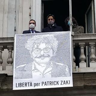 Il ritratto di Patrick Zaki esposto dal Comune di Torino