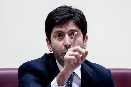 """L'annuncio del ministro Speranza: """"Vaccino anti Covid da gennaio. Sarà gratuito e non obbligatorio"""""""