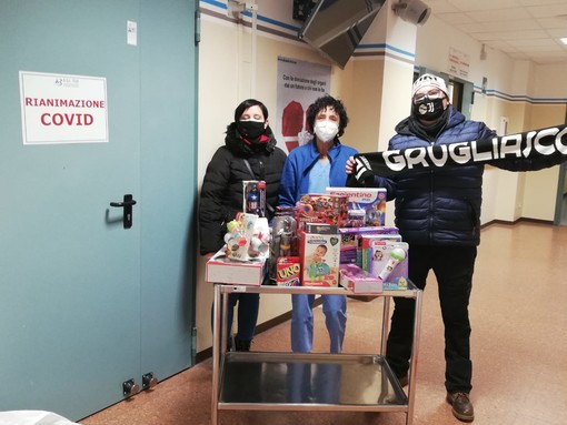 Grugliasco, consegnati ai bambini della pediatria di Rivoli i giocattoli acquistati dallo Juventus club Grugliasco