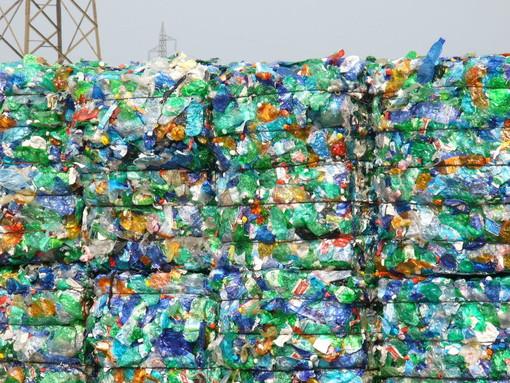 Più punti d'acqua e raccolta differenziata, il Comune di Torino dichiara guerra alla plastica