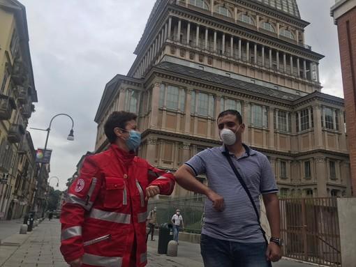 """Mahmoud, il rider che ha donato 1000 mascherine alla Croce Rossa: Dobbiamo dare una mano all'Italia, tutti insieme"""" [VIDEO]"""