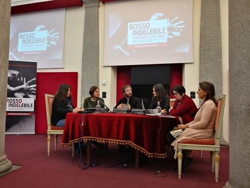 """Torino, con """"Rosso Indelebile"""" l'arte si schiera contro la violenza sulle donne"""