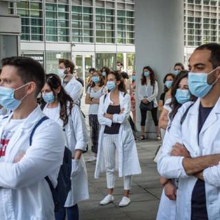 Medici specializzandi dedicati alle vaccinazioni: 400 volontari già ci sono, ma resta il nodo dei contratti