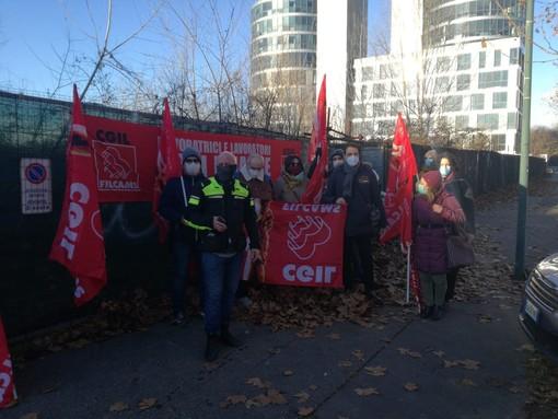 Lavoratori Scai Finance davanti alla sede di corso Tazzoli
