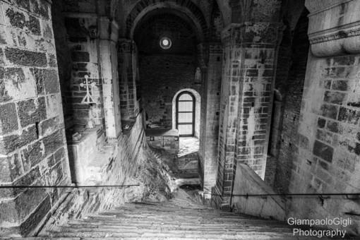 Il fascino senza tempo della Sacra di San Michele: lo Scalone dei Morti
