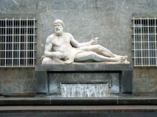 """Dorabella e Poldo: due statue, due fiumi e due innamorati La """"vera storia"""" che si nasconde dietro le fontane di piazza CLN"""