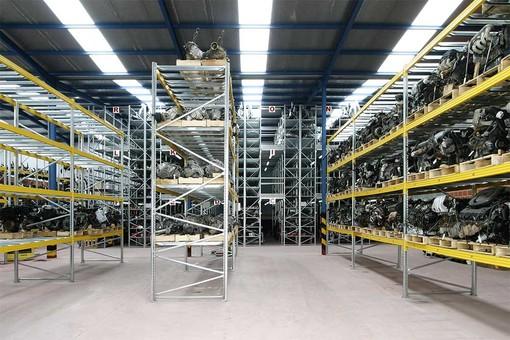 Tutti i vantaggi di scaffalature e soppalchi industriali per il tuo magazzino
