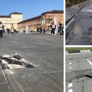 Buche su strade e marciapiedi a Torino, in due anni il Comune paga danni per 93mila euro