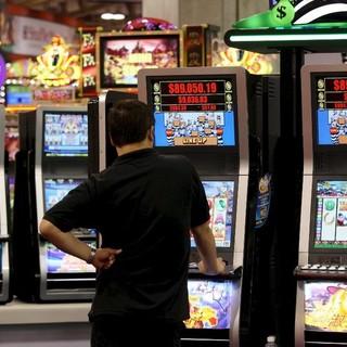 Slot machines e irregolarità, controlli dei Civich nella 5: multe per oltre 11mila euro