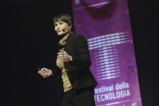 """Il Politecnico abbraccia e """"laurea"""" Samantha Cristoforetti in ingegneria aerospaziale"""