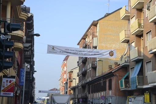Nichelino festeggia i 20 anni del titolo di città con 20 striscioni appesi in via Torino