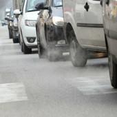 Qualità dell'aria, il Piemonte approva i blocchi del traffico: dal 1° gennaio stop ai diesel Euro 4