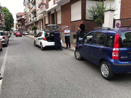 Nichelino, alla guida senza aver mai preso la patente. Sorpasso folle in pieno centro e successiva multa di 6000 euro