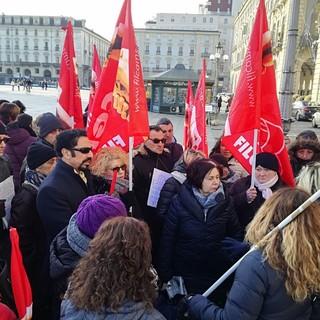 """Scuola, lavoratori in piazza contro l'internalizzazione degli appalti di pulizia: """"A rischio centinaia di posti di lavoro"""""""