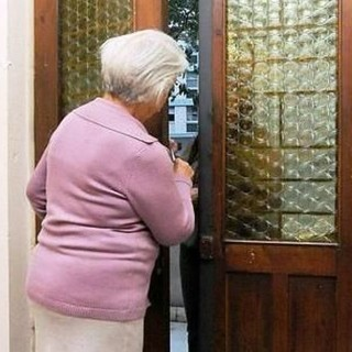 truffa anziani - foto di archivio