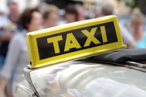 Insegna di un taxi