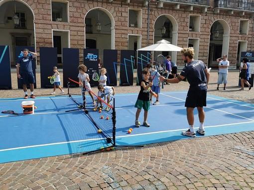 tennis in piazza - foto d'archivio