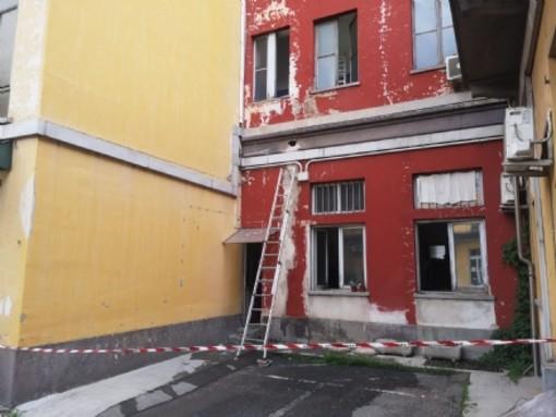 Si rompe un tubo dell'acqua, disagi e problemi al palazzo comunale di Nichelino